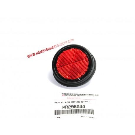 Рефлектор MR296244 Mitsubishi L200 заден десен